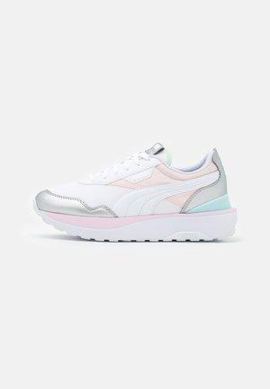 VEGAN CRUISE RIDER CHROME - Sneakers basse - pink dogwood/silver