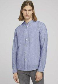 TOM TAILOR DENIM - Shirt - navy white small stripe - 0