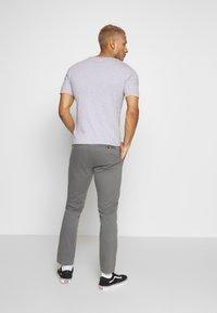 Burton Menswear London - TEDDINGTON WASHED - Chinot - grey - 2