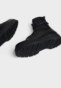 Bershka - Cowboy/biker ankle boot - black - 3