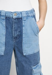BDG Urban Outfitters - PATCH SKATE - Jeans relaxed fit - bleach - 5
