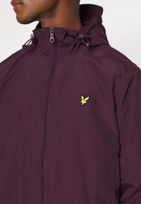 Lyle & Scott - ZIP THROUGH HOODED JACKET - Summer jacket - burgundy - 5