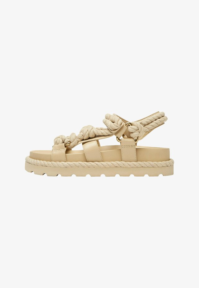 Sandalen met plateauzool - beige