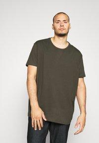 Burton Menswear London - SHORT SLEEVE CREW 3 PACK - T-shirt basic - indigo/burgundy - 1
