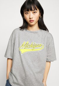 Missguided Petite - MICHIGAN DROP SHOULDER - Print T-shirt - grey marl - 3