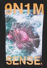 9N1M SENSE - PUFFER FISH UNISEX - Print T-shirt - black - 2