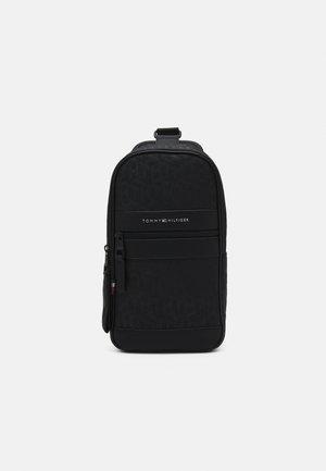 ELEVATED SLINGPACK UNISEX - Across body bag - black
