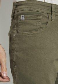 TOM TAILOR DENIM - Denim shorts - dry greyish olive - 4