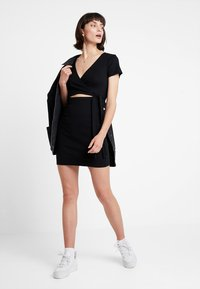 Abercrombie & Fitch - DETAIL DRESS - Vestido de punto - black - 1