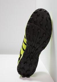 Inov-8 - X-TALON CLASSIC - Chaussures de running - yellow/black - 4