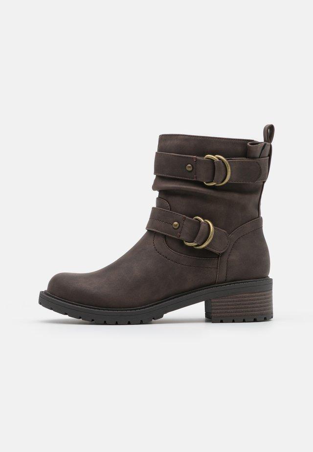 ARIBA BOOT - Cowboy/biker ankle boot - choc