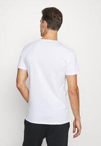 Puma - 4 PACK BASIC CREW TEE - Pyjama top - white - 2