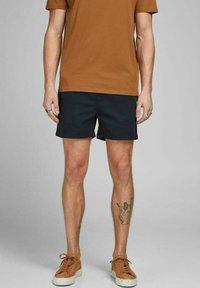 Jack & Jones - JJIJEFF JJJOGGER - Shorts - navy blazer - 0
