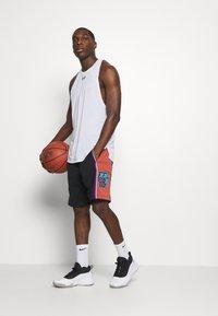 Mitchell & Ness - NBA SWINGMAN SHORTS UTAH JAZZ - Short de sport - black - 1