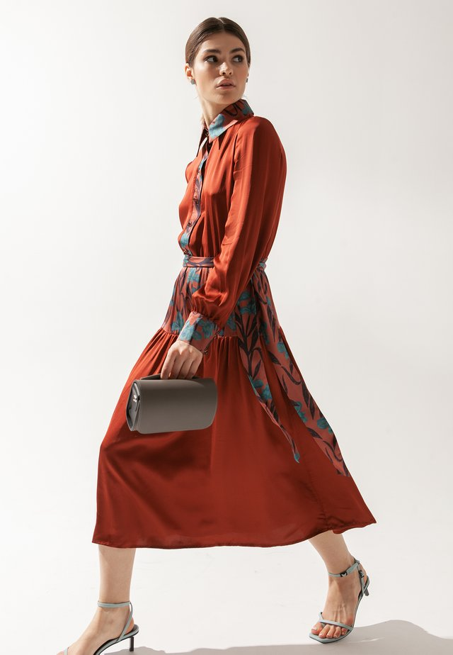 Robe chemise - bordo