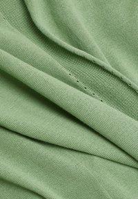 Esprit - CARDIGAN - Cardigan - leaf green - 8