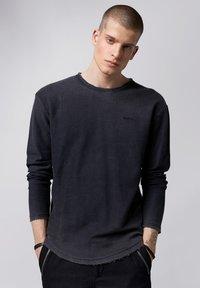 Tigha - Sweatshirt - vintage black - 0