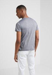 Hackett London - FINE STRIPE TEE - T-Shirt print - navy/white - 2