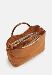 PARFOIS - BAG HORTENSIA - Across body bag - camel - 2
