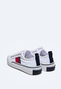 Pepe Jeans - OTTIS - Trainers - blanco - 3