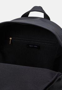 New Look - CLIVE ZIP AROUND BACKPACK - Batoh - black - 2