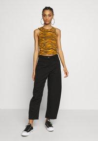 Weekday - ZOIE TROUSER - Spodnie materiałowe - black - 1
