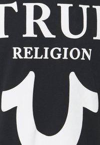 True Religion - CREW NECK BIG HORSESHOE - Triko spotiskem - black - 2