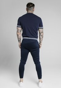 SIKSILK - ELEMENT MUSCLE FIT CUFF - Pantaloni sportivi - navy/white - 2