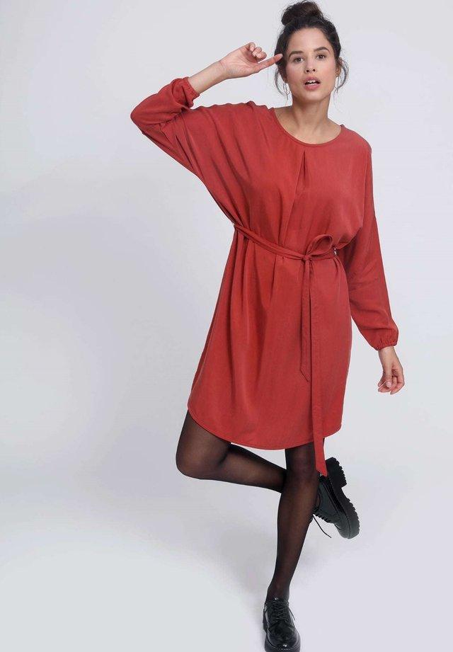 LASILA - Day dress - chili