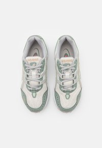 ASICS SportStyle - GEL-1090 - Trainers - cream/oyster grey - 5