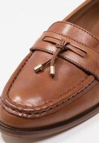 KIOMI - Loafers - cognac - 2