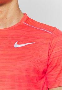 Nike Performance - DRY MILER - Camiseta estampada - laser crimson/reflective silver - 4
