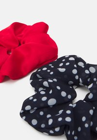 Becksöndergaard - DOTTED SCRUNCHIE 2 PACK - Hair styling accessory - night sky/red - 1