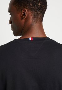 Tommy Hilfiger - LONG SLEEVE TEE - Long sleeved top - black - 5