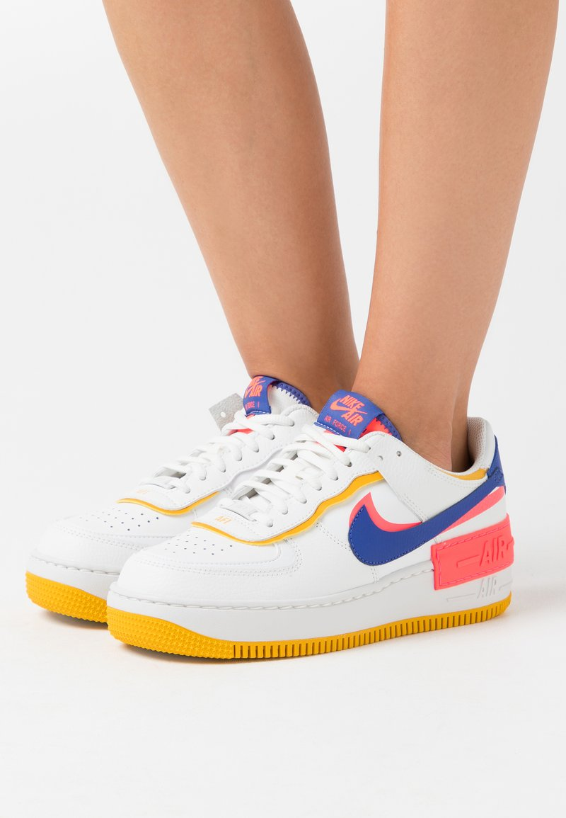 Nike Sportswear - AIR FORCE 1 SHADOW - Sneakers basse - summit white/astronomy blue/flash crimson/dark sulfur/summit white