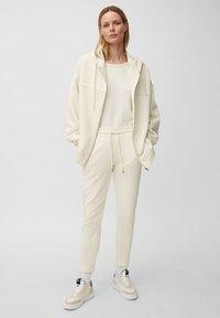 Marc O'Polo - Zip-up sweatshirt - raw cream - 1