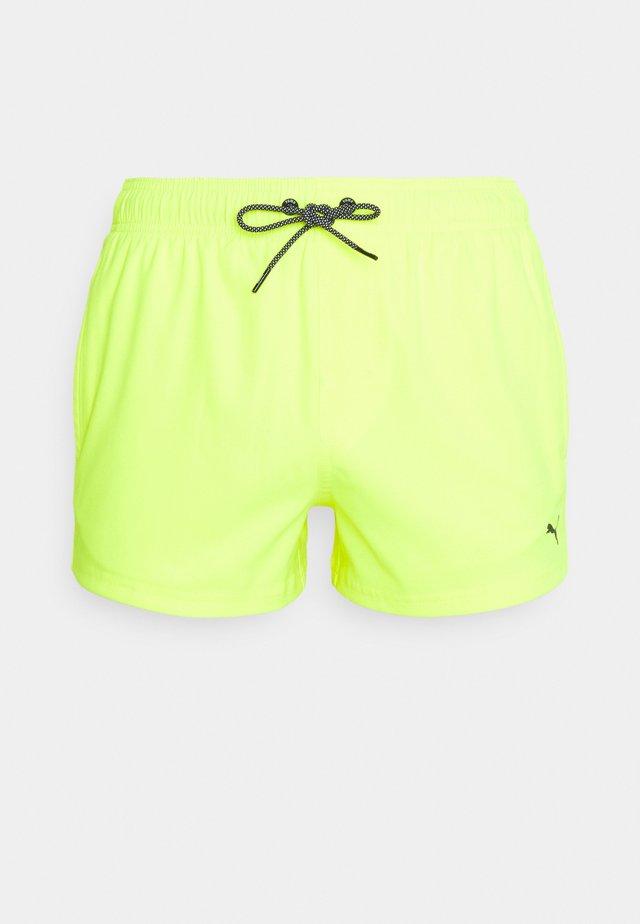 SWIM MEN SHORT LENGTH  - Bañador - neon yellow