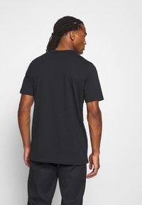 adidas Originals - TEE - T-shirt con stampa - black - 2
