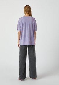 PULL&BEAR - Print T-shirt - purple - 2