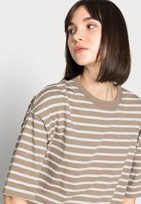 ARKET - Basic T-shirt - mole stripe - 3