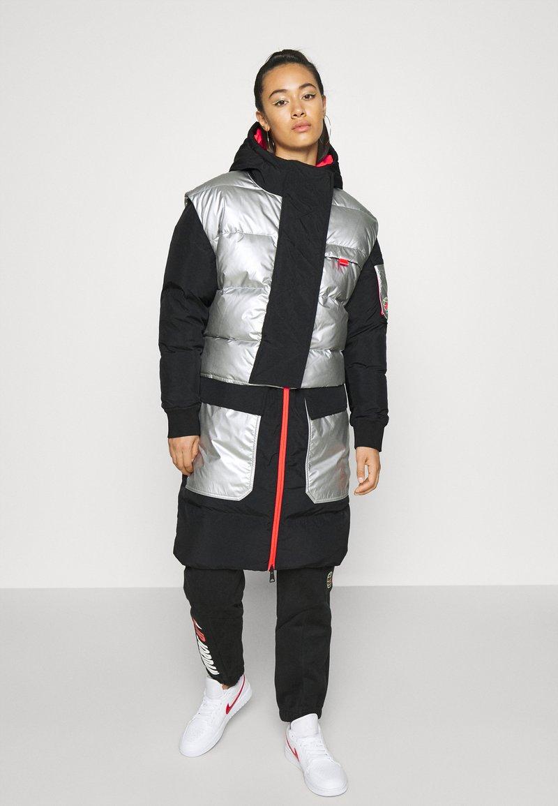 Jordan - Down coat - black/silver
