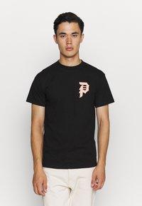 Primitive - ICHIRAKU DIRTY TEE - Print T-shirt - black - 2