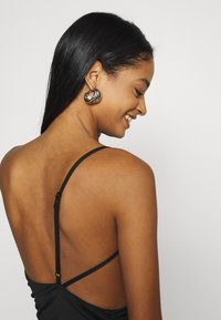 Missguided - ONE SHOULDER RUCHED CUT OUT MIDI DRESS - Cocktail dress / Party dress - black - 4