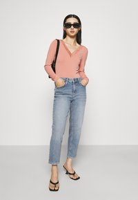 YAS Petite - YASZEO GIRLFRIEND - Relaxed fit jeans - light blue - 1