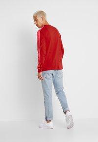 adidas Originals - Långärmad tröja - scarlet - 2
