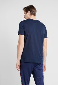 Hummel - HMLJONAS  - T-shirts print - black iris - 2