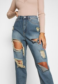 Missguided Petite - RIOT HIGH RISE RIPPED MOM AUTHENTIC - Jean boyfriend - blue - 4