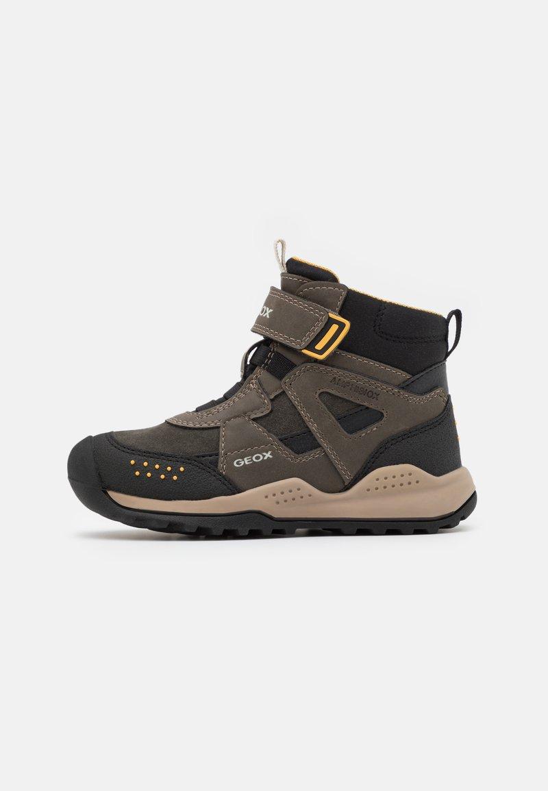 Geox - TERAM BOY ABX - Zimní obuv - military/dark yellow