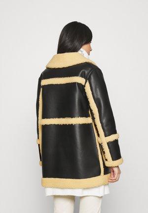 BONDED BORG REVERSIBLE SHACKET - Winter coat - black/cream