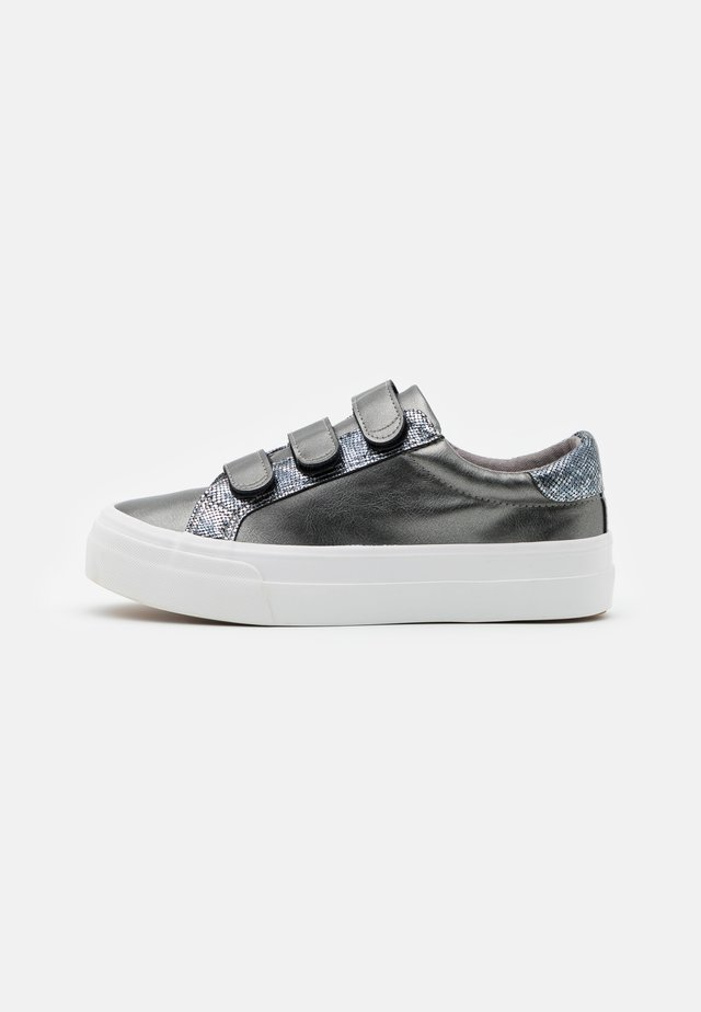 GRETA WIDE FIT  - Trainers - pewter